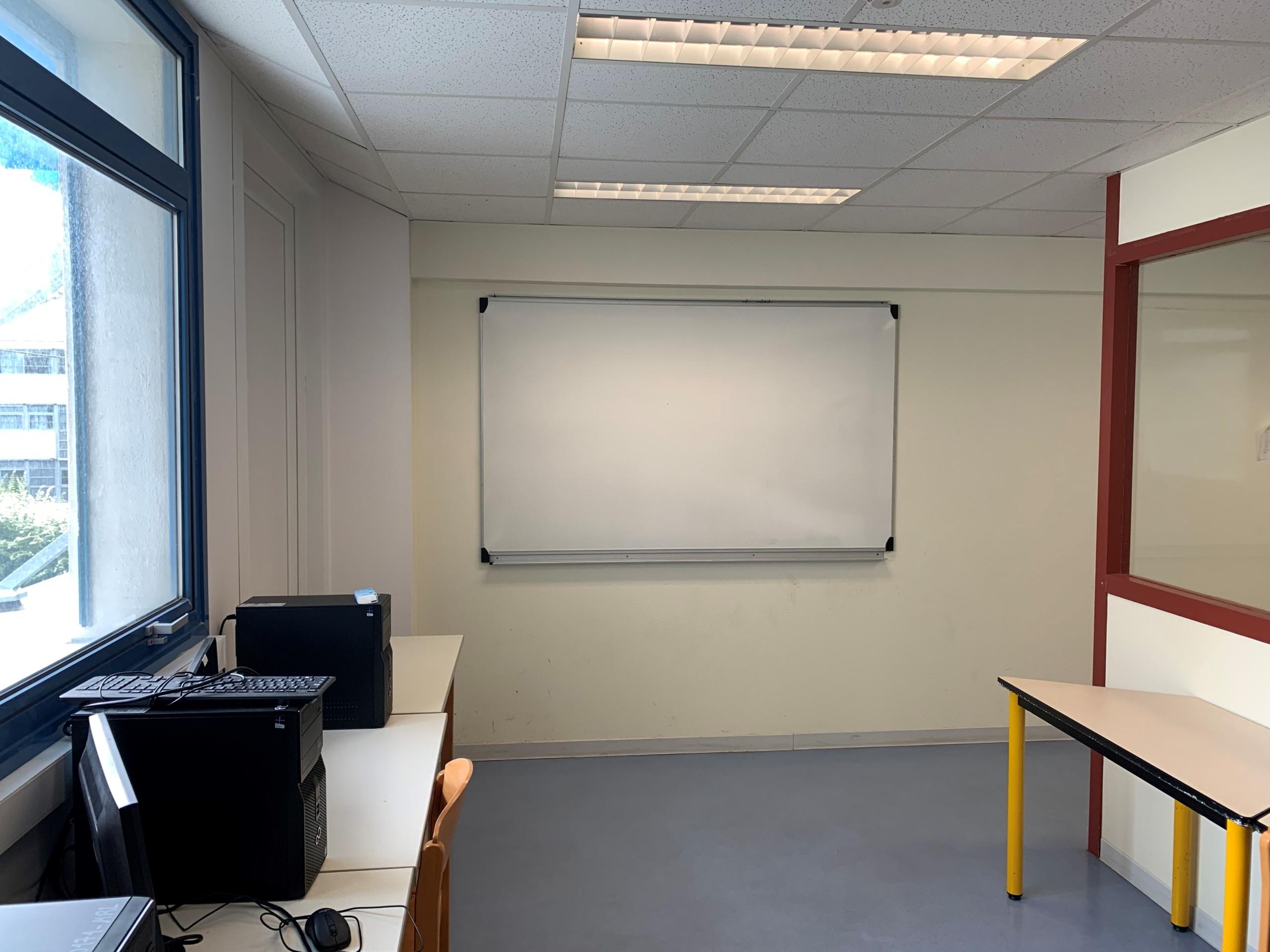 Une des salles informatiques